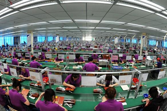 Kitajski delavci v tovarni